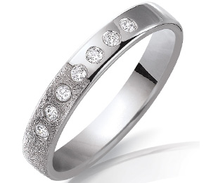alliance de mariage en or blanc avec diamants